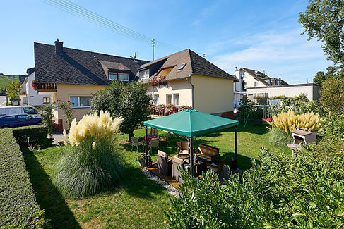 Gaestehaus_Gaestezimmer_Leiwen_Garten