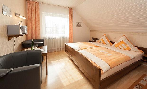 Doppelzimmer_Gästehaus_Klostergarten.jpg