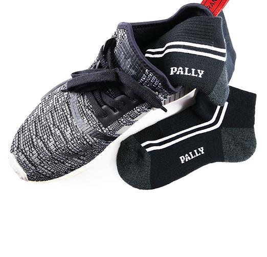 black-sport-shoes-01.png