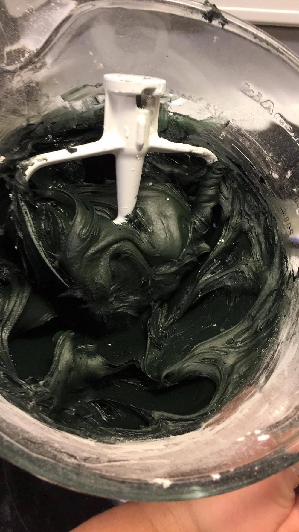 Black gumpaste
