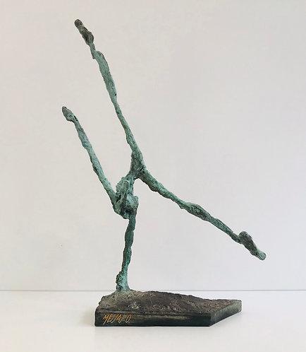 L'acrobate vert-de-gris | 40 cm