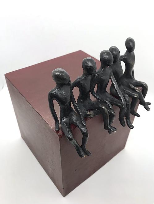 La bande de copains... 5/8 (version rouge) | 22x15x16cm