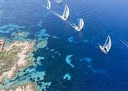 Porto Cervo est l'une des destinations idéales pour organiser un team building de régate à voile pour tous vos collaborateurs ! Vous découvrirez des endroits magnifiques et apprendrez les vraies techniques de conduite d'un bateau comme un vrai marin. L'île vous attend !