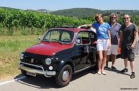 Avec une flotte de Fiat 500 de collection, vos collaborateurs auront le plaisir de découvrir en manière alternative la célèbre région du Lazio. A bord de vos bolides vous formerez un convoi exceptionnel à travers la campagne romaine.   Vous vous arrêterez sur plusieurs lieux stratégiques où vous pourrez réaliser quelques magnifiques clichés avant d'arriver au domaine viticole. Votre activité débutera par la présentation de vos Fiat vintages. Apprenez à maîtriser le bolide et suivez la voiture guide qui vous invitera à conduire dans la campagne environnante de Rome et sur les routes privées à travers les vignes.