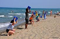 """Pour votre séjour à Catane, nous pouvons prévoir une activité sur la plage sous le nom de """"Olympic Games""""! Il s'agit d'une activité ludique et fédératrice : un vrai challenge sportif et créatif sur la plage sicilienne."""