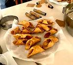 Pour un team building culinaire et original, nous vous proposons un team cooking de cuisine cannolo sicilien au cœur de la vielle ville de Catane. De cette façon, vous pouvez apprendre toutes les techniques et les secrets de la pâtisserie sicilienne.