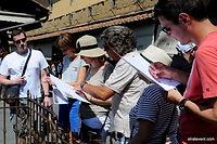 Pour découvrir Florence en manière originale, nous vous proposons un rallye découverte du centre ville.  Divisé en équipe, avec l'aide d'une carte de la ville vous devrez répondre plusieurs questions et des mots croisés à remplir. Cette activité vous permettra de découvrir les monuments et les quartiers insolites de la ville de Florence. Cette activité sera l'occasion idéale de découvrir les lieux plus beaux de Florence et renforcer l'esprit d'équipe entre collaborateurs.
