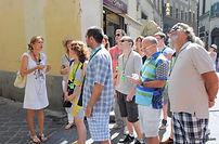 Pour votre séjour à Florence, nous proposons une visite guidée du centre historique de la ville à travers son magnifique patrimoine architectural. Pendant cette visite, notre guide italienne francophone vous accompagnera à visiter les monuments les plus célèbres. Ceux qui le souhaitent pourront également partir à la recherche de quelques souvenirs.