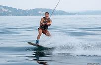 Pour un après-midi sous le signe de la détente, nous proposons à vos collaborateurs de se rendre en bateau au Lido Beach Club de Stresa. Tout au long de l'après-midi, nous mettrons à disposition de vos collaborateurs des infrastructures comme le kayak, des canoës ou encore des wakeboards et ils pourront alors découvrir de façon sportive, ou insolite les plaisirs du lac Majeur.