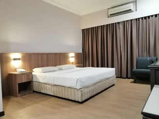 Premier King Bed1.jpg