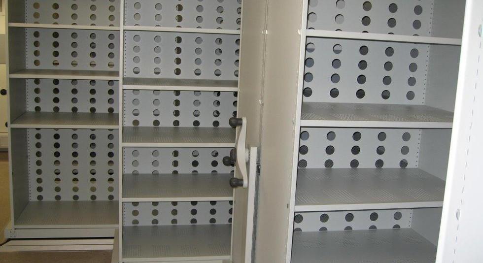mobile roller racking shelves medical archive storage perforated shelves