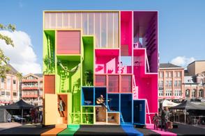 Policarbonato expresivo: Diseñando fachadas translúcidas de color