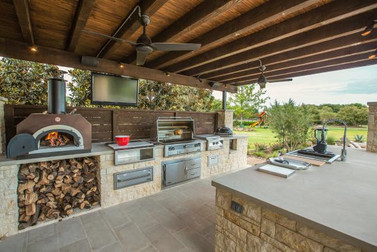 OUTDOOR KITCHEN CONSTRUCTION RUSTIC