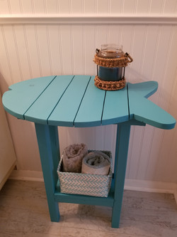 Fish table with shelf 28in high