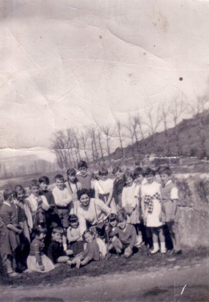 044.- 1959 - Ninos en el puente de Pienza