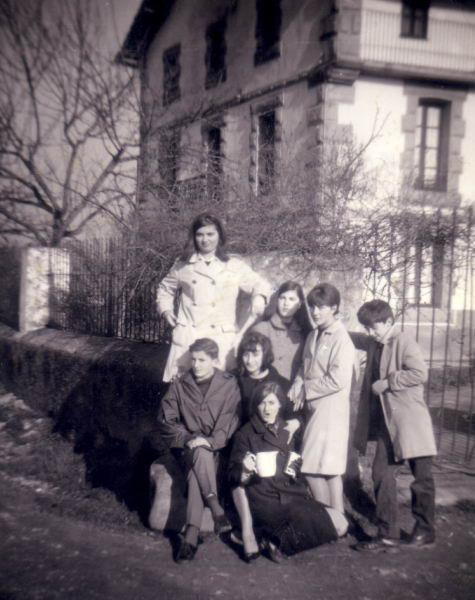 083.- 1966 - Jovenes en La Venta