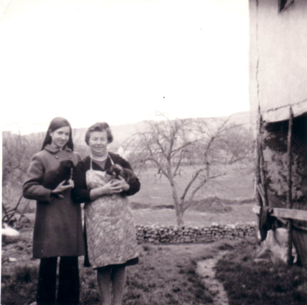 139.- 1974 aprox. - Mili y Andrea
