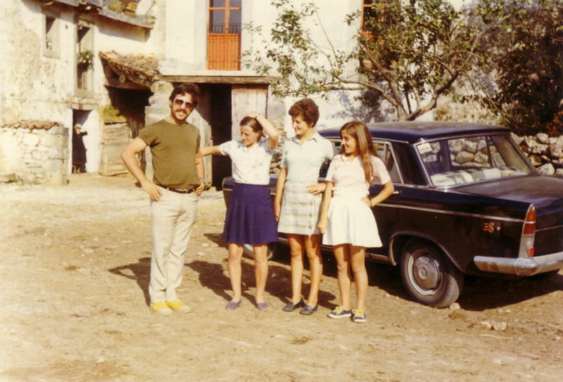 094.- 1970 - Delante de casa de Inigo