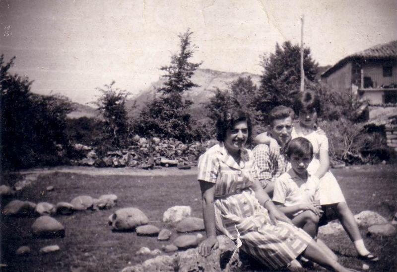058.- 1960 aprox. - Vitorino, Presen, Marivi y Jose Ramon en Quintanilla