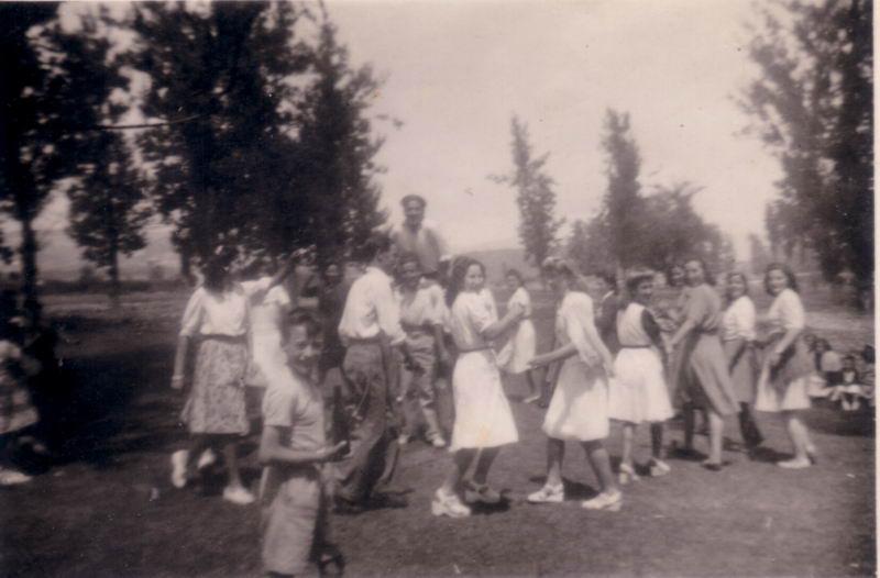 151.- 1942 aprox. - Baile
