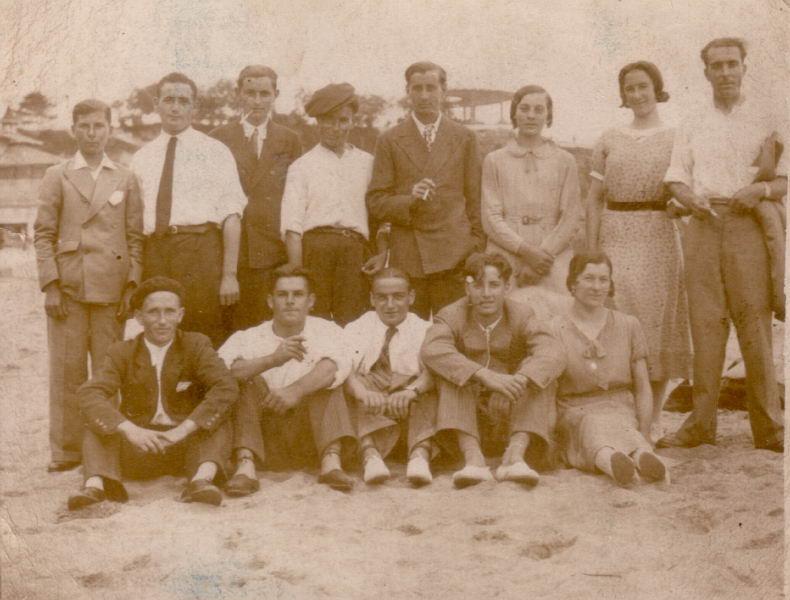 008.- 1935 - Grupo de teatro en Santander