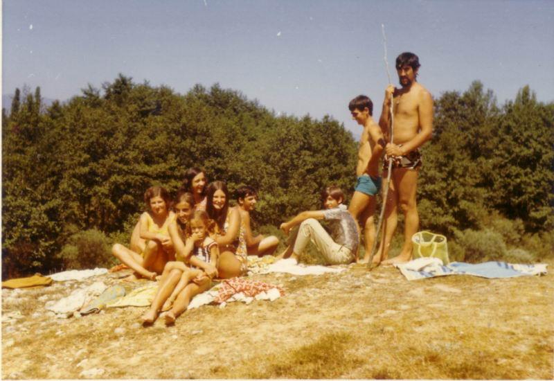 112.- 1971 - En el rio