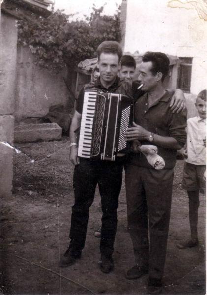 157.- 1964 aprox. - Dioni y el musico