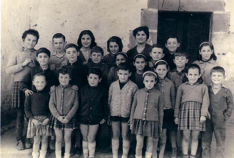 078.- 1964 aprox. - Ninos en la escuela