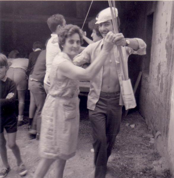 160.- 1974 aprox. - Margarita y Loren