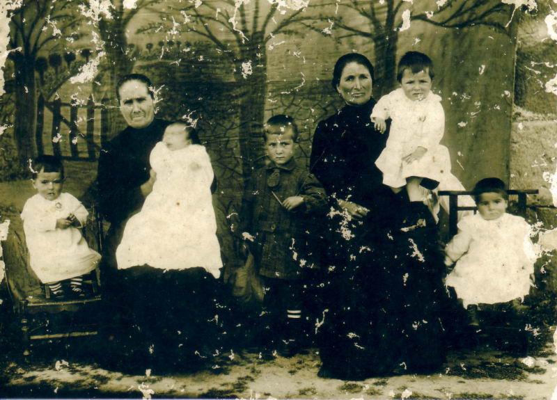 002.- 1917 aprox. - Abuela y madre de Inigo