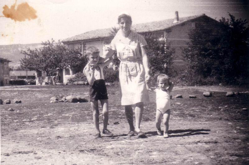 074.- 1963 - Nieves, Fernando y M Nieves en el campo en Quintanilla