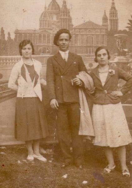 012.- 1940 aprox. - Andrea, Pilar y Benito