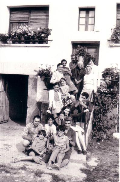 130.- 1973 aprox. - Escaleras de casa de Vitorino