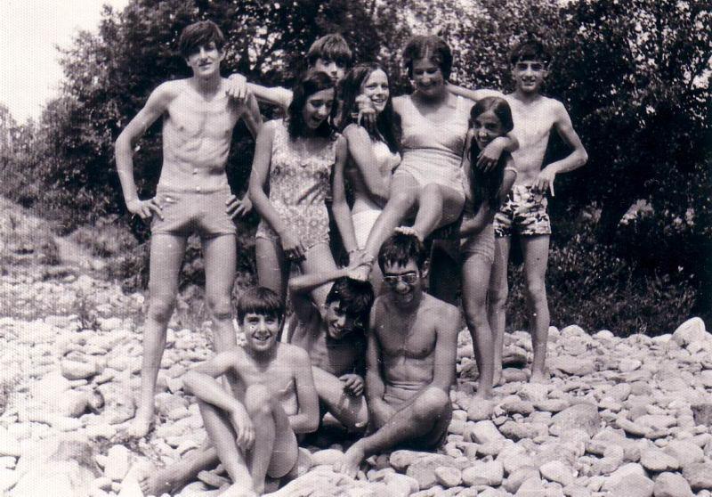 103.- 1970 aprox. - Jovenes de Quintanilla en el rio