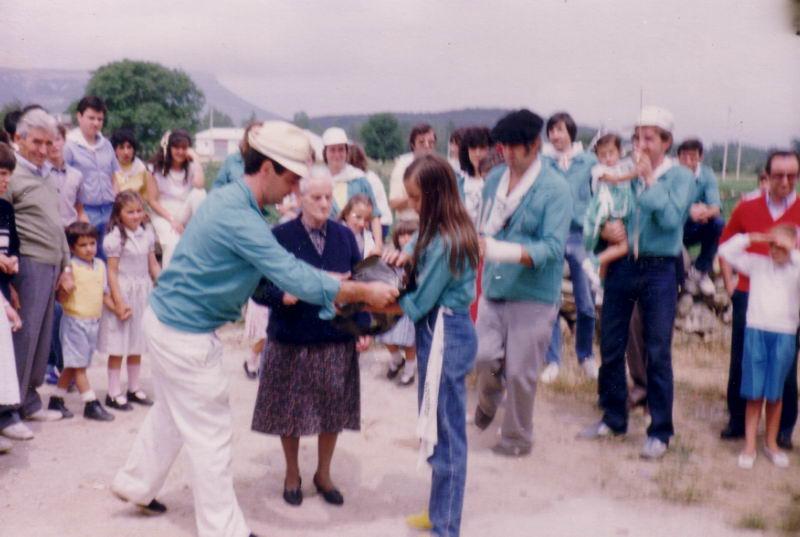 190.- 1981 aprox. - Entrega de placa a Valentina