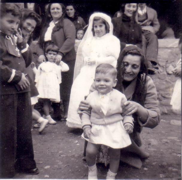 041.- 1958 aprox. - Delante de la iglesia