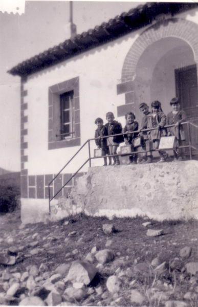 049.- 1959 aprox. - Ninos en la casa de la maestra