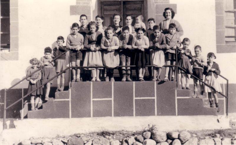 037.- 1954 aprox. - Ninos en la casa de la Maestra