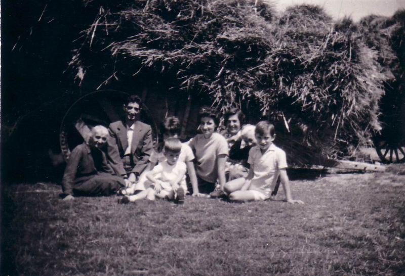 057.- 1960 aprox. - Familia en Quintanilla