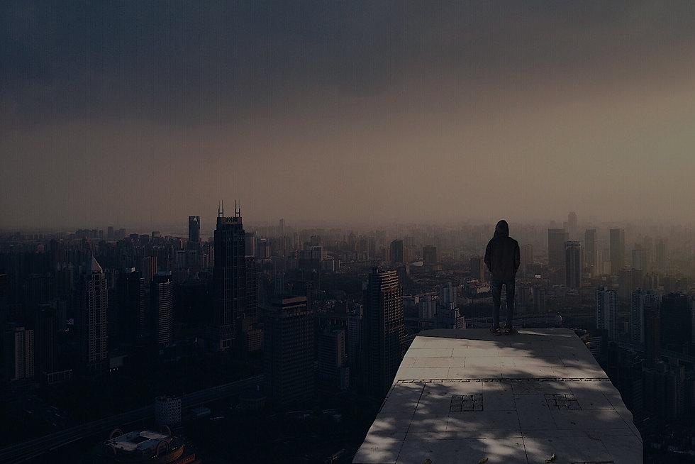 alone-buildings-city-cityscape-220444.jp