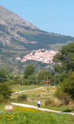 Rocca di Cambio dai prati