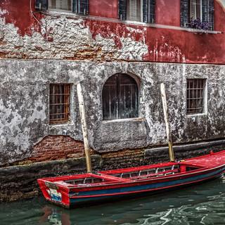 RED BOAT IN VENICE..jpg