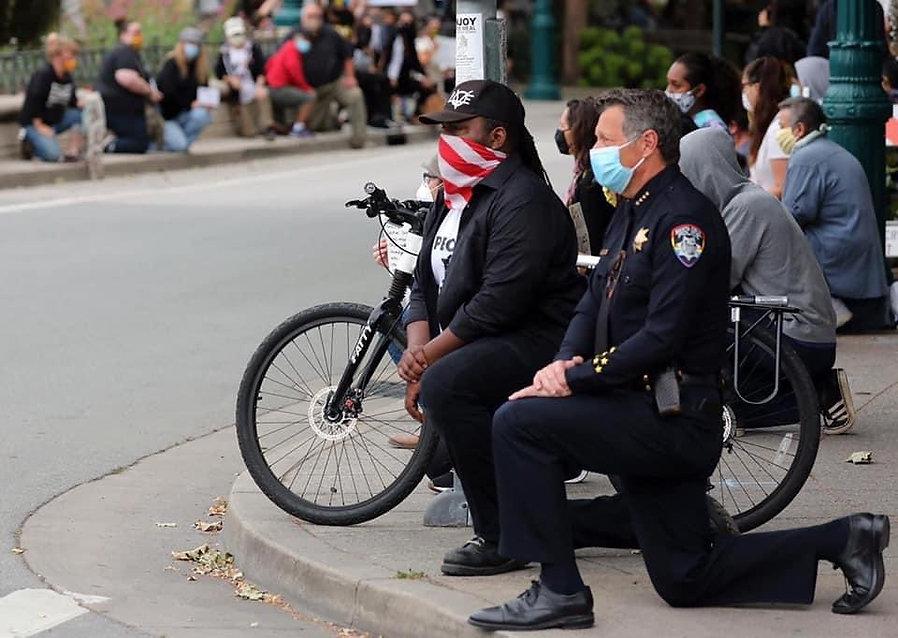 PEACEFUL PROTEST - GEORGE FLOYD - SANTA