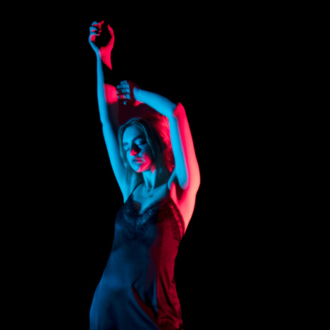 "Flore Challenges Modern Pop with a Heartfelt Single, ""Malad(i)llness"""