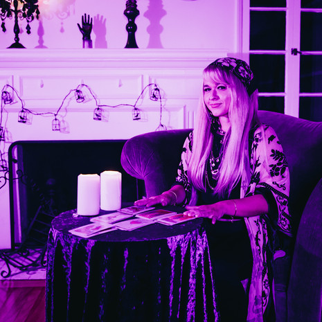 """Christie Huff Warms Our Hearts With Her Latest Ballad, """"Palm Reader"""""""