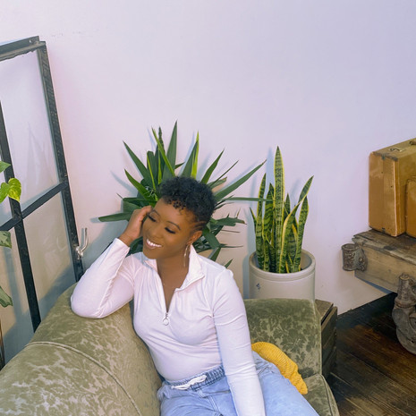 "Desarae Dee Blends Modernism and Nostalgia Within Her Groovy Instrumental, ""Be Original"""