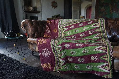 couvre lit/plaid-vintage/caravane-collection/fleurs/bleu,/plaid/la-maison-générale/Paris/boho/le-monde-sauvage/boutique/déco/