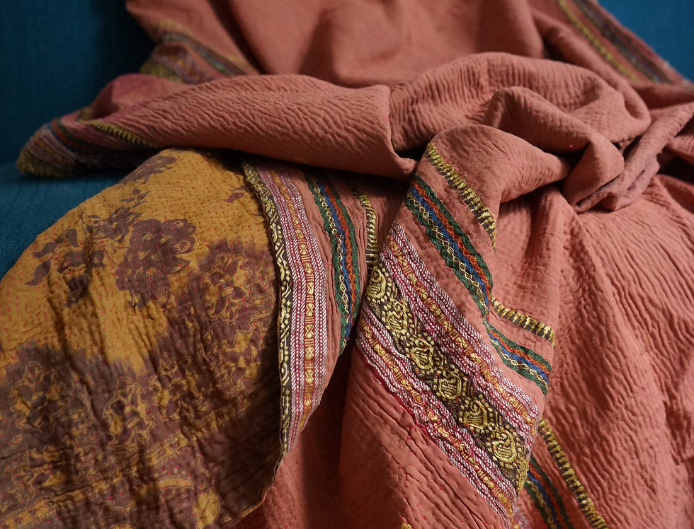 tissu afghan/bouti ancien Inde/couvre lit vintage/passementerie/quilted bed throw/plaid vintage/courtepointe/plaid