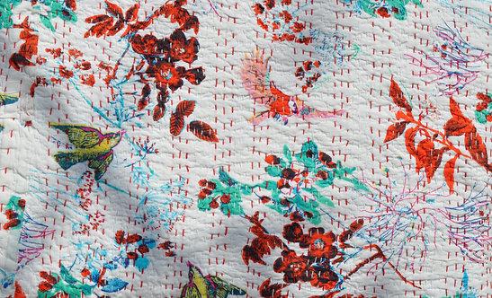 Couvre lit piqué main ou parure de lit motif d'oiseaux fond blanc