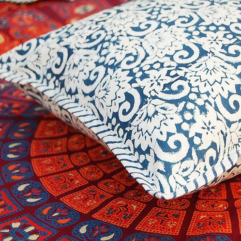 coussin bleu fleurs Square cushions Sofa/Bed Cushion Covers Pillow la maison générale boutique Merci Paris linge de maison